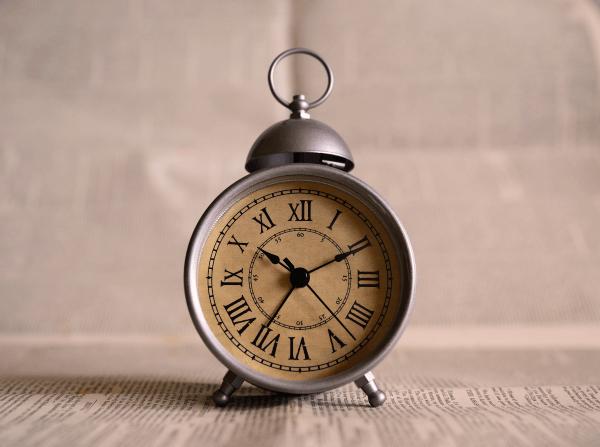 時は金なりな時計
