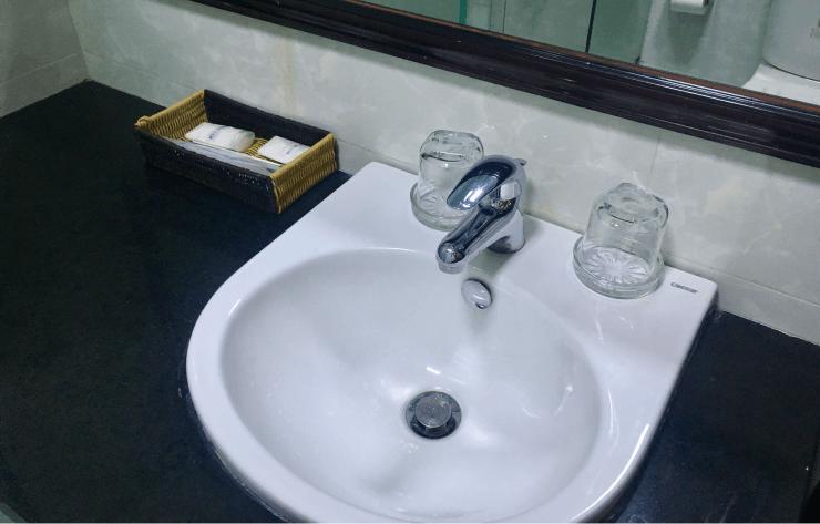 ベトナムIT留学のホテルの洗面台