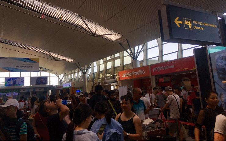 ダナン空港でのチェックイン、ベトジェットは混む