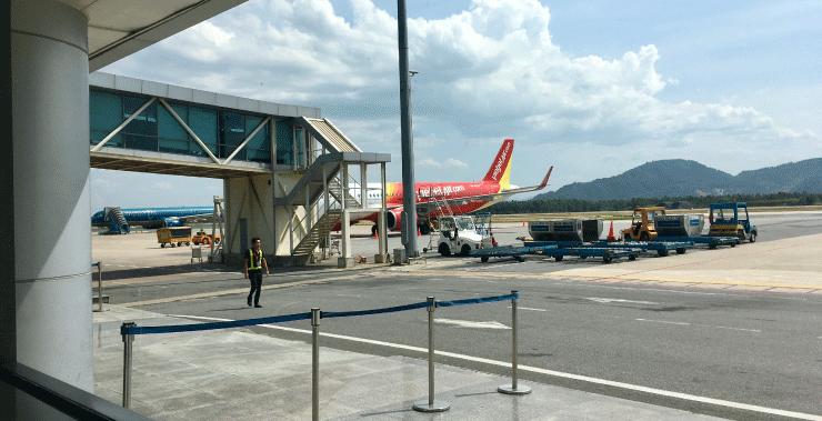 ダナン空港で飛行機待ち