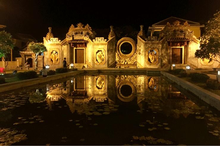 ベトナムの観光地ホイアンのお寺