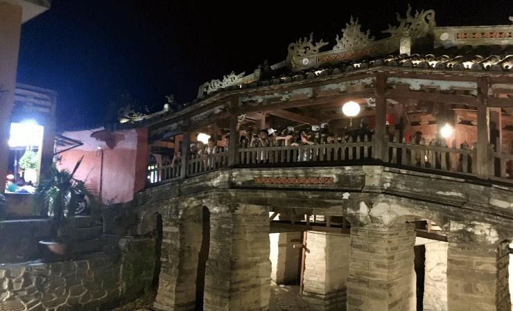 ベトナムの観光地ホイアンの来遠橋(日本橋)