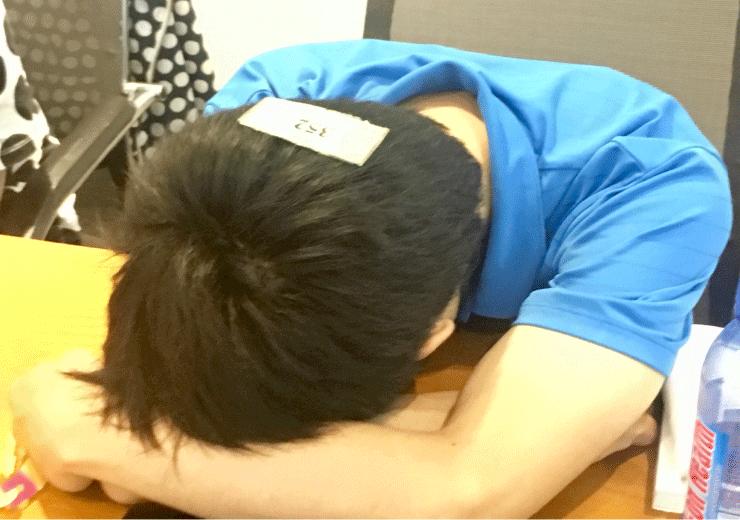 WEEKLY IT CAMPプログラミングコースで眠くて起きない生徒