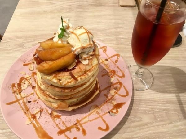 ベル・ヴィル (belle-ville pancake cafe)の焼きリンゴのパンケーキ8枚
